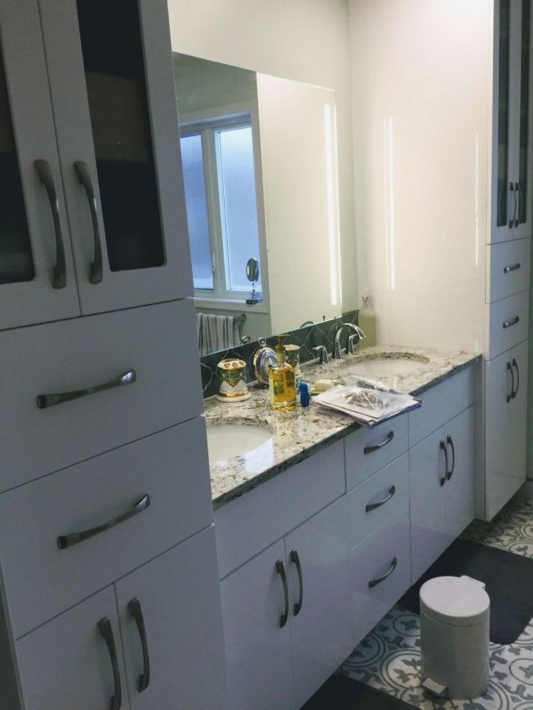 Custom bathroom cabintry unit